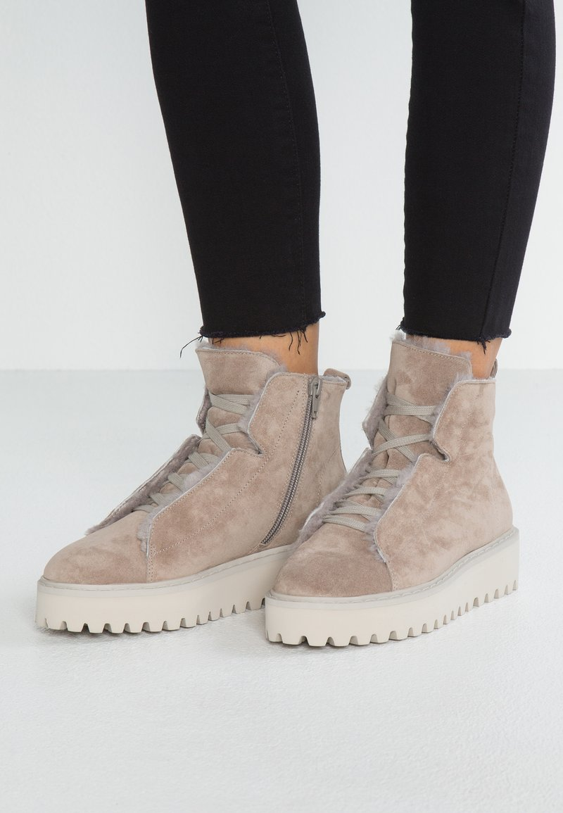 Kennel + Schmenger - HIKE - Ankle Boot - ombra/nature/creme