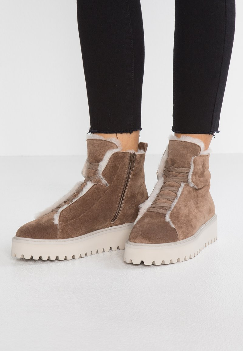 Kennel + Schmenger - HIKE - Ankle boots - cedar/nature/creme