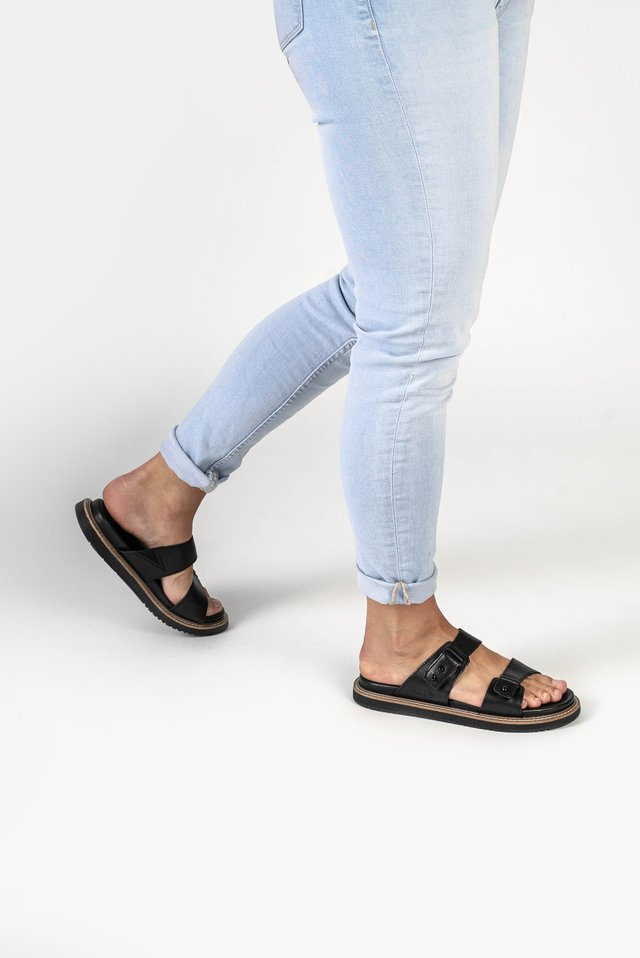 LANA SLIDE - Outdoorsandalen - black