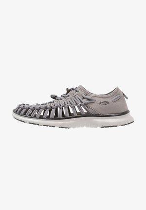 UNEEK O2 - Chodecké sandály - steel grey/raven