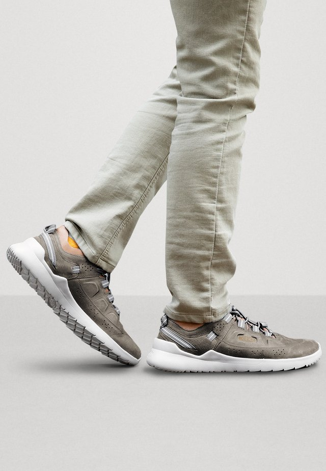 HIGHLAND - Walking trainers - dark olive/plaza taupe