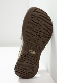 Keen - CLEARWATER CNX - Vaellussandaalit - pad/celadon - 4