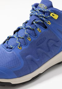 Keen - EXPLORE MID WP - Vaelluskengät - amparo blue/bright yellow - 5