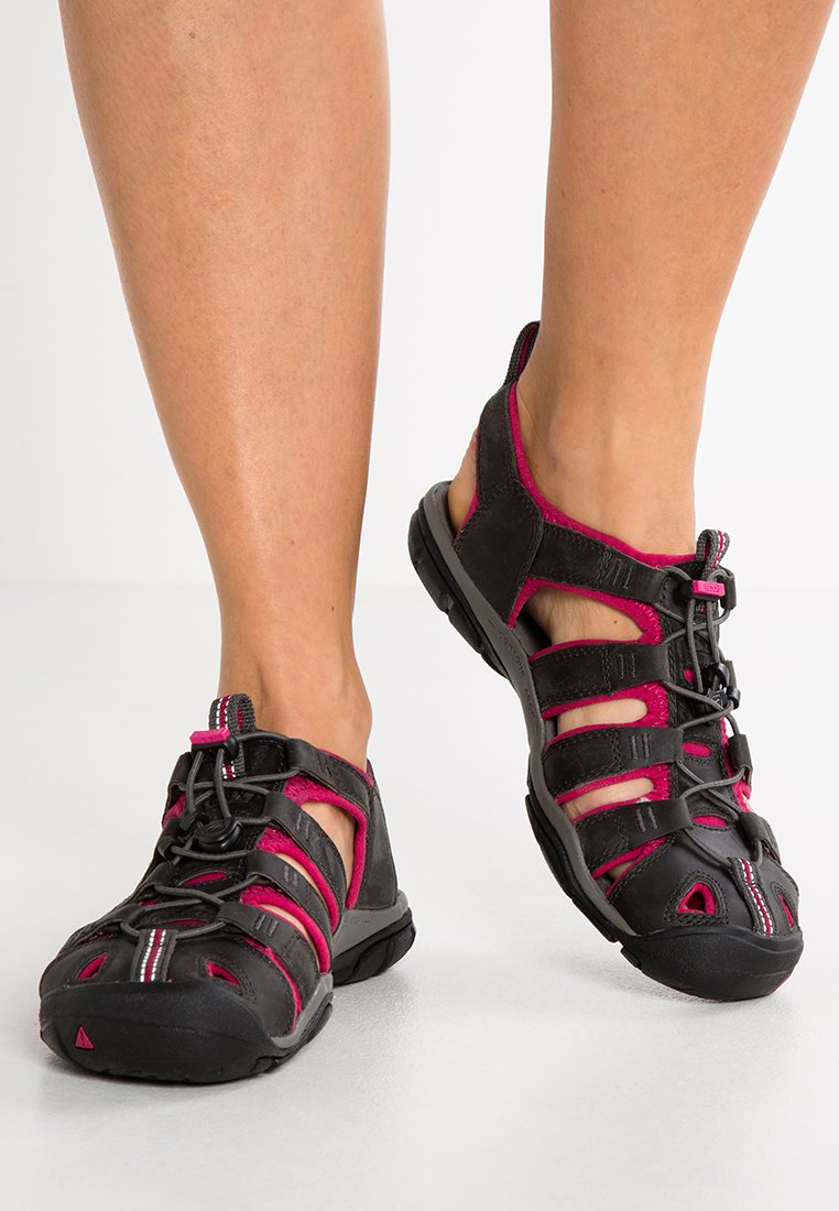 Keen - CLEARWATER CNX  - Walking sandals - magnet/sangria