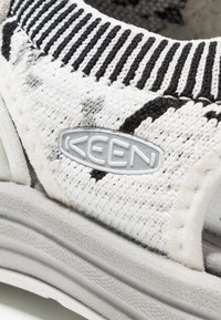 Keen - UNEEK EVO - Outdoorsandalen - star white/raven - 5