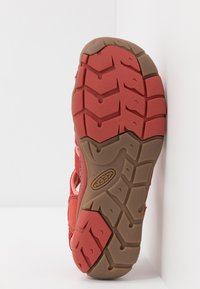 Keen - CLEARWATER CNX - Tursandaler - dark red/coral - 4