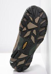 Keen - ARROYO II - Obuwie hikingowe - slate black/bronze green - 4
