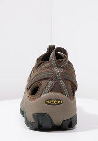 Keen - ARROYO II - Obuwie hikingowe - slate black/bronze green - 3