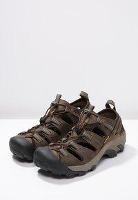 Keen - ARROYO II - Obuwie hikingowe - slate black/bronze green - 2