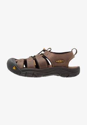 NEWPORT - Sandales de randonnée - brown