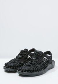 Keen - UNEEK - Sandalias de senderismo - black - 2