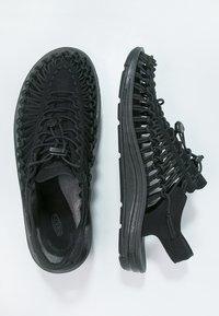 Keen - UNEEK - Sandalias de senderismo - black - 1