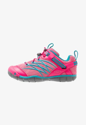 CHANDLER CNX - Hiking shoes - bright pink/lake green