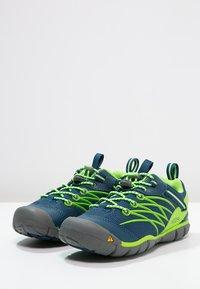 Keen - CHANDLER CNX - Hiking shoes - poseidon/jasmine green - 2