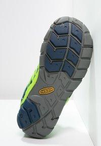 Keen - CHANDLER CNX - Hiking shoes - poseidon/jasmine green - 4