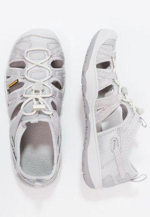 MOXIE  - Chodecké sandály - silver