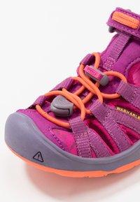 Keen - MOXIE - Chodecké sandály - purple wine/nasturtium - 2