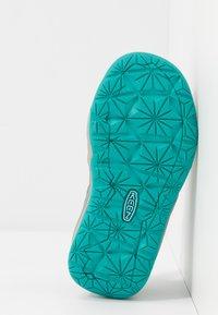 Keen - MOXIE - Chodecké sandály - dress blues/viridian - 5