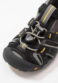 Keen - SEACAMP II CNX - Sandalias de senderismo - black/yellow - 2