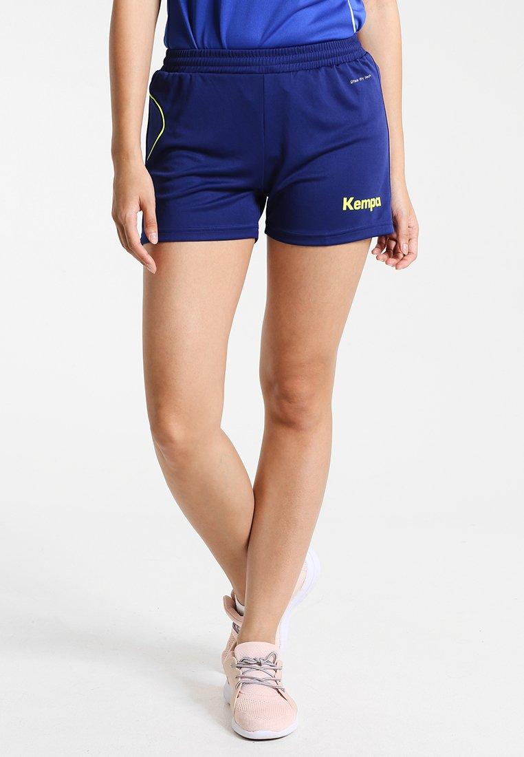 Kempa - CURVE SHORTS WOMEN - Pantalón corto de deporte - deep blau/fluo gelb