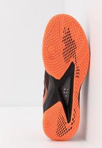 Kempa - WING LITE 2.0 - Håndboldsko - black/fluo orange - 4