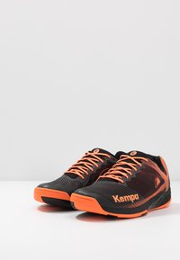 Kempa - WING 2.0 - Håndboldsko - black/fluo orange - 2