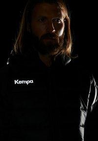 Kempa - PUFFER HOOD JACKET - Outdoor jakke - schwarz - 4