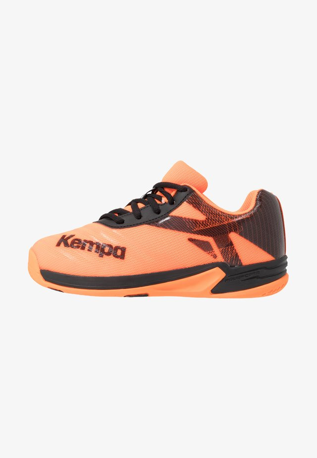 WING 2.0 JUNIOR - Handball shoes - fluo orange/black