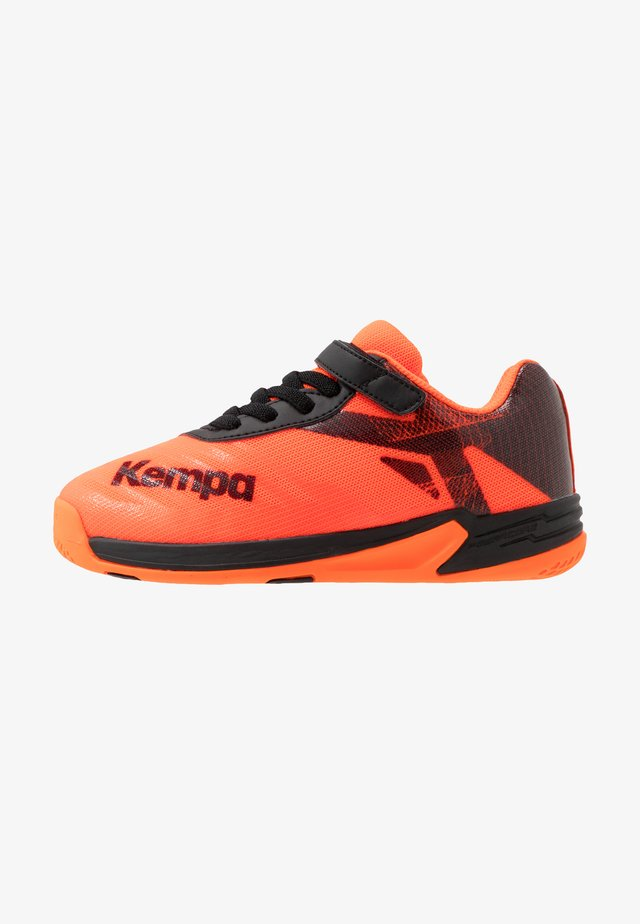 WING 2.0 JUNIOR - Indoorskor - fluo orange/black
