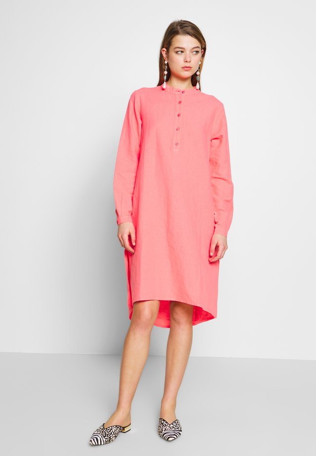 LILI - Shirt dress - spiced cora
