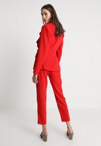 Keepsake - DAYLIGHT PANT - Pantalon classique - red - 2