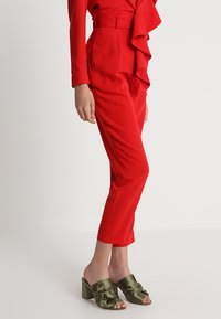 Keepsake - DAYLIGHT PANT - Pantalon classique - red - 0