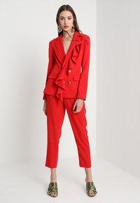 Keepsake - DAYLIGHT PANT - Pantalon classique - red - 1
