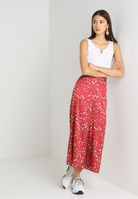 Keepsake - HOLD BACK PANT - Pantalon classique - scarlet - 1