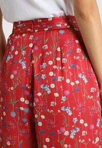 Keepsake - HOLD BACK PANT - Pantalon classique - scarlet - 4