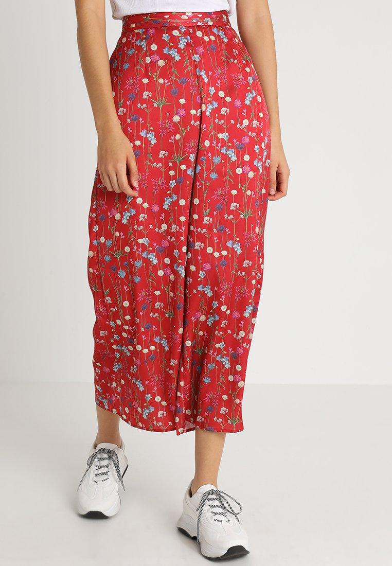 Keepsake - HOLD BACK PANT - Pantalon classique - scarlet