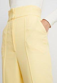 Keepsake - THE FALL PANT - Pantalon classique - lemon - 4