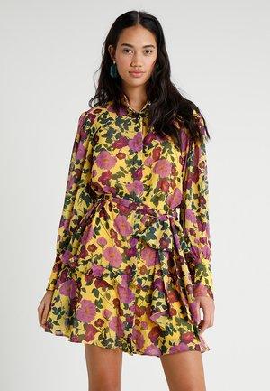 WAVES DRESS - Skjortklänning - golden