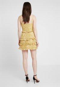Keepsake - IMAGINE MINI DRESS - Cocktailkleid/festliches Kleid - golden yellow - 2