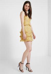 Keepsake - IMAGINE MINI DRESS - Cocktailkleid/festliches Kleid - golden yellow - 1