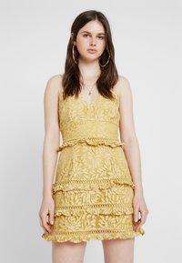 Keepsake - IMAGINE MINI DRESS - Cocktailkleid/festliches Kleid - golden yellow - 0