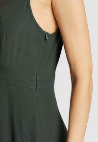 khujo - CHAVA - Day dress - dark green - 4