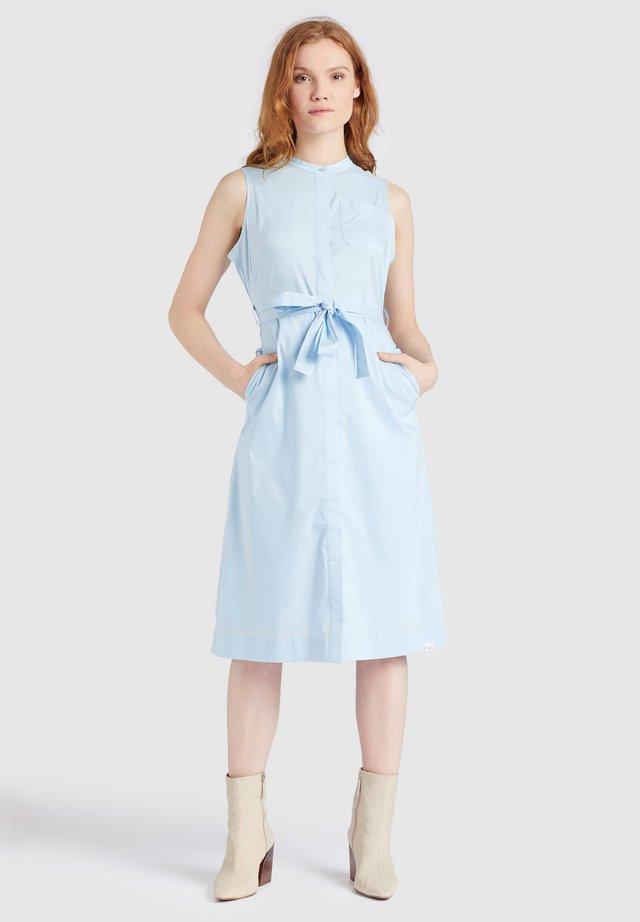 THERES - Shirt dress - hellblau