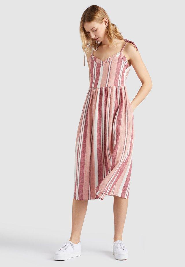 LUBA - Korte jurk - pink