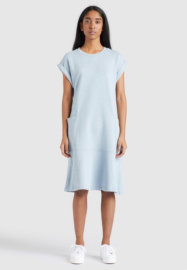 SVETLANA - Korte jurk - washed dusty blue