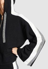 khujo - ZENGINA - Bluza z kapturem - black - 6