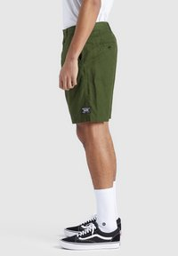 khujo - AIAS - Shorts - olive - 4