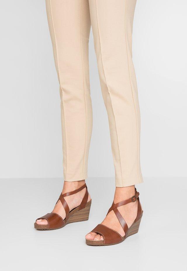 SPAGNOL - Sandály na klínu - marron