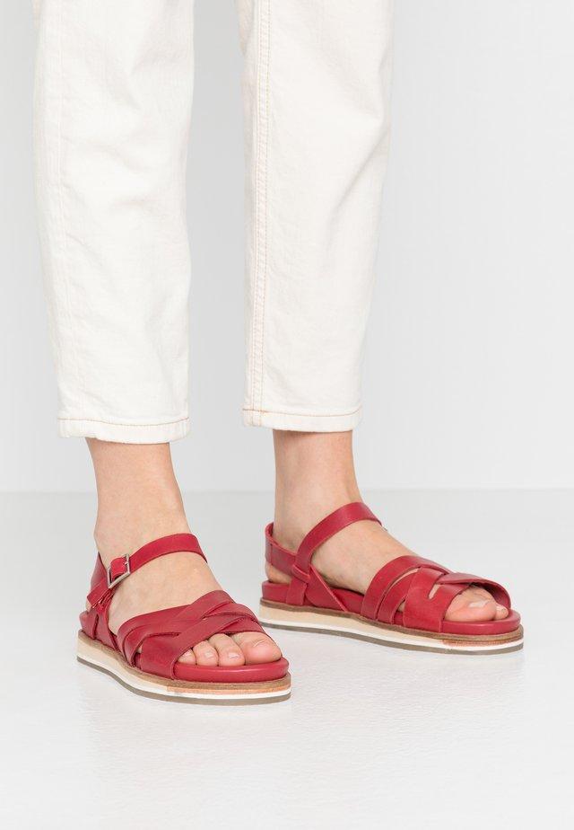 OLIMPIK - Sandaalit nilkkaremmillä - rouge
