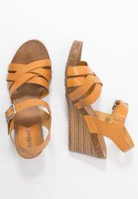 Kickers - SOLYNA - Sandály na klínu - jaune safran - 3